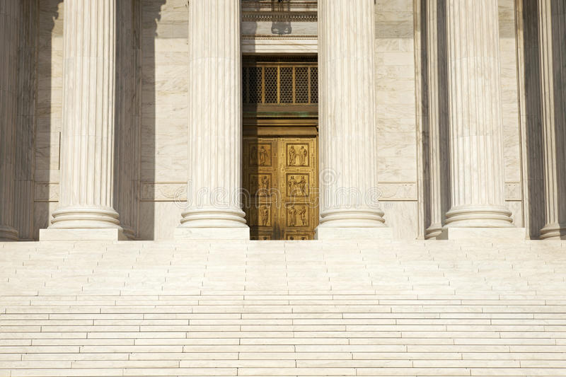 Colonnes, étapes et portes de la court suprême de la stat unie photos libres de droits
