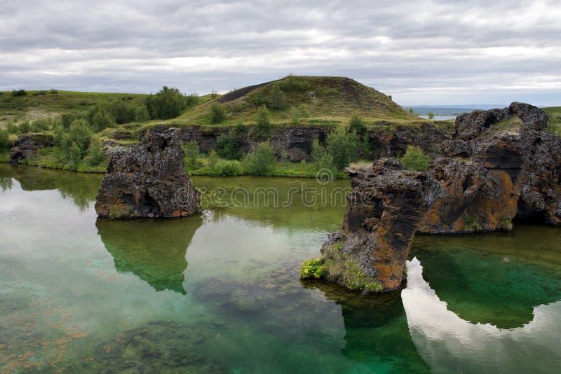 Colonnes célèbres de lave au lac Myvatn, Islande image libre de droits