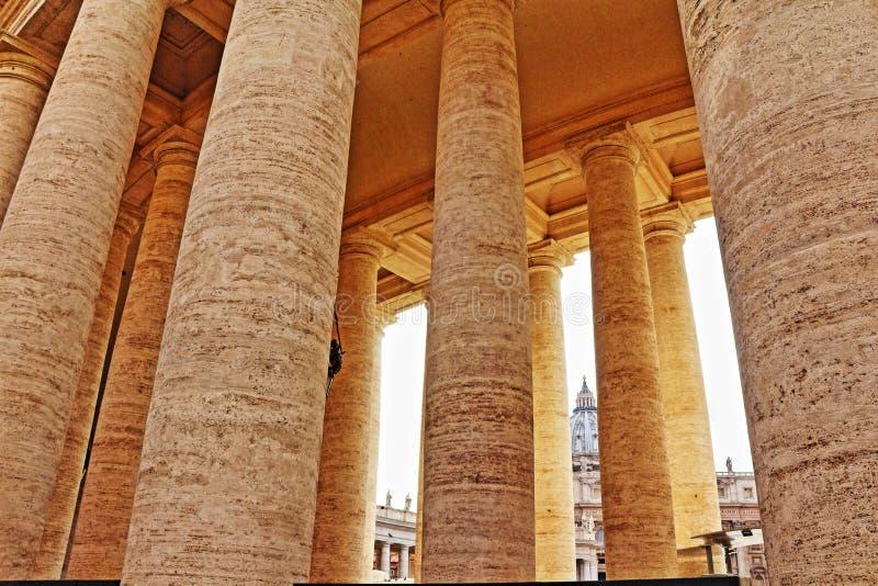 Colonnes carrées Vatican Rome Italie du ` s de St Peter image stock
