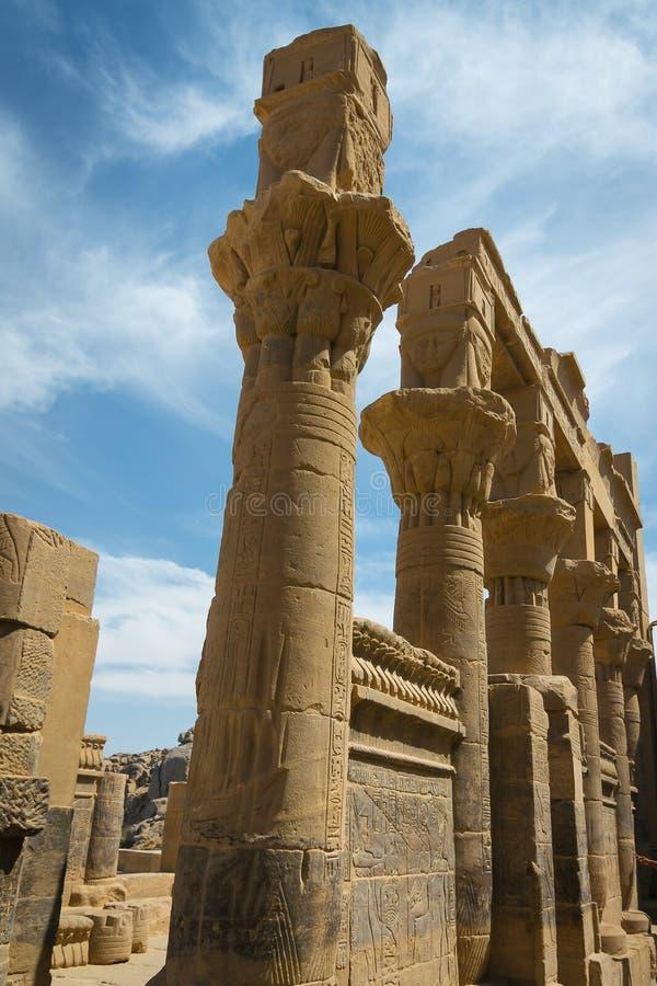 Colonnes dans le temple de Philae, temple d'ISIS image libre de droits