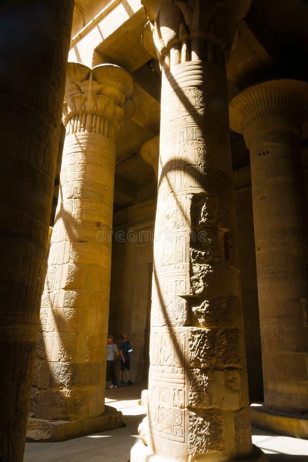 Colonnes dans le temple de Philae, temple d'ISIS photos libres de droits