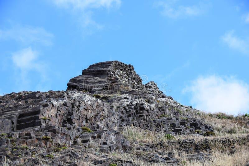 Colonnes de basalte à Porto Santo, Madère, Portugal photos libres de droits