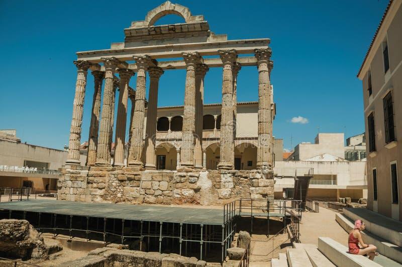 colonnes de marbre dans le temple de Diana et de femme à Mérida photo stock