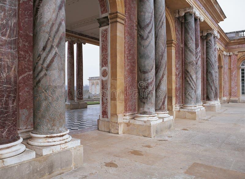 colonnes de marbre dans trianon au palais de versailles photographie ditorial image du. Black Bedroom Furniture Sets. Home Design Ideas