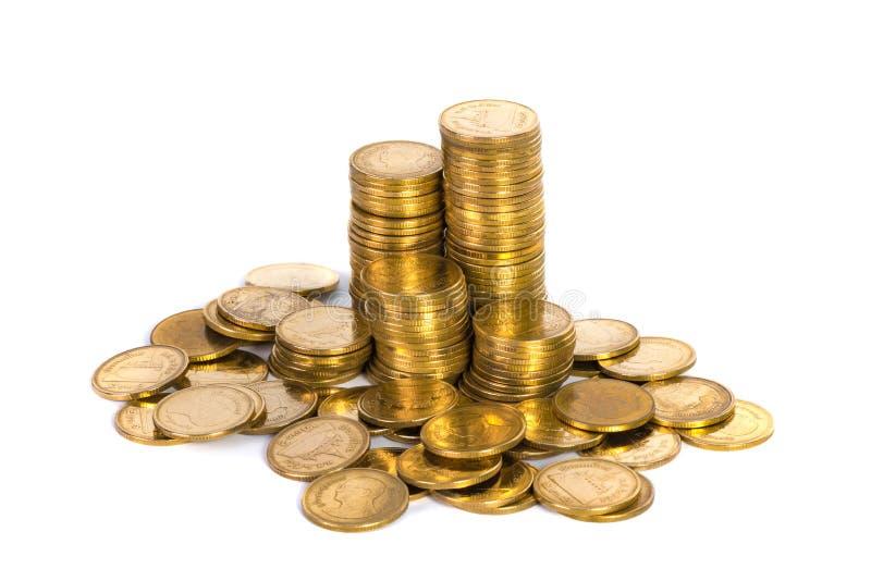 Colonnes des pièces d'or, piles des pièces de monnaie d'isolement sur le backgrou blanc photos libres de droits
