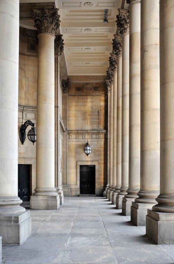 Colonnes et portique en pierre d'hôtel de ville de Leeds dans West Yorkshire photo libre de droits