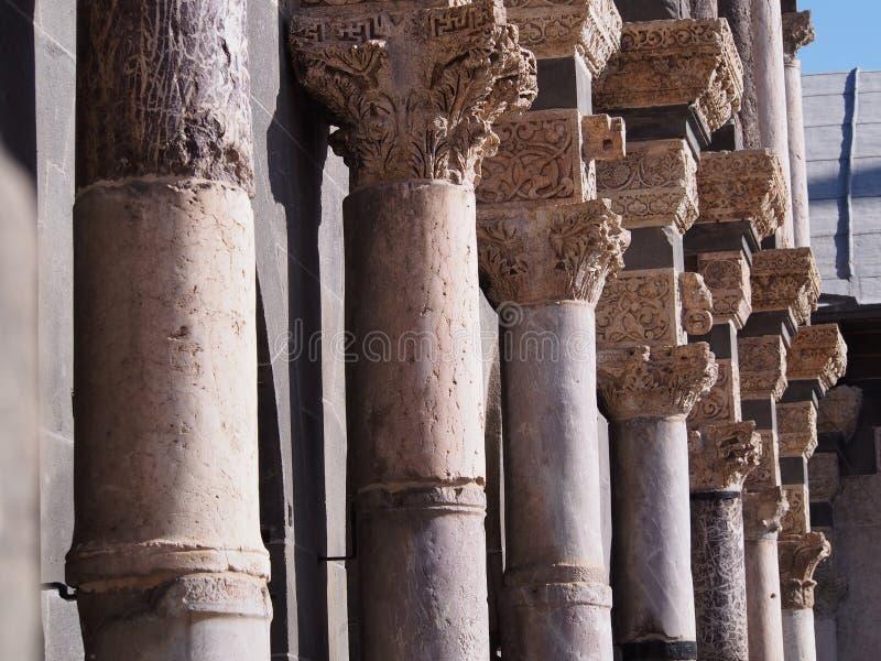 Colonnes grandes de mosquée image libre de droits