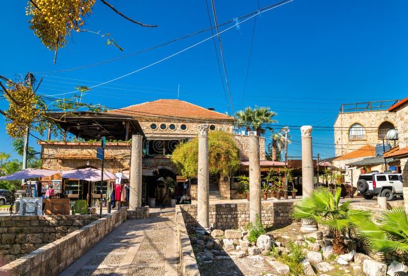 Colonnes romaines antiques dans la vieille ville de Byblos, Liban photos stock