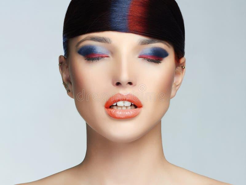 Coloré composez le visage de femme photographie stock libre de droits