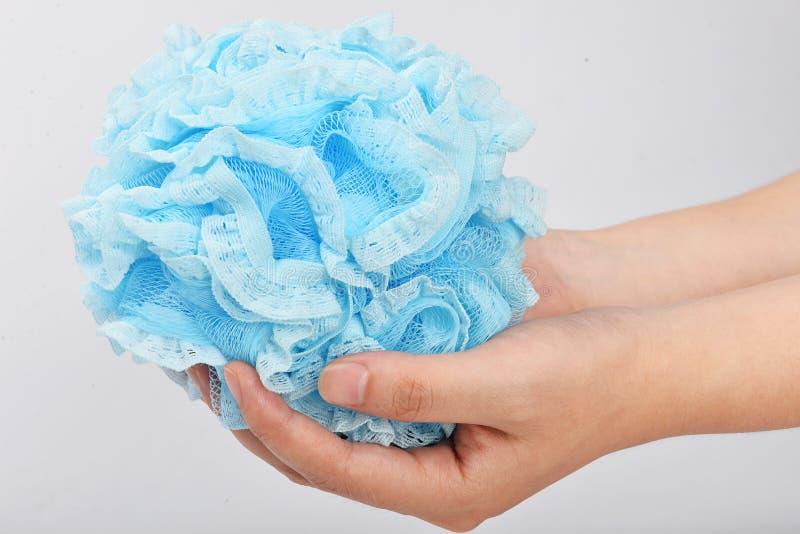 Coloré et facile de remettre le corps pour s'exfolier la boule de maille de bain de douche de bain de fleur d'éponge de bain de b photo stock