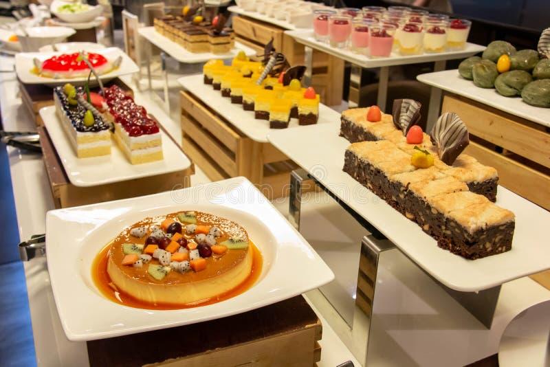 Coloré frais de dessert de gâteaux délicieux de pâtisserie images libres de droits