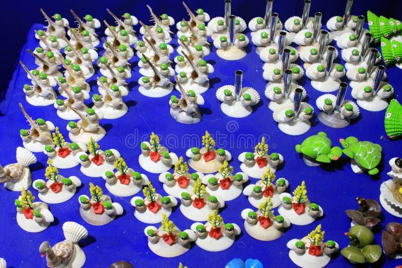 Coloré handcraft fait par la coquille de conque image stock
