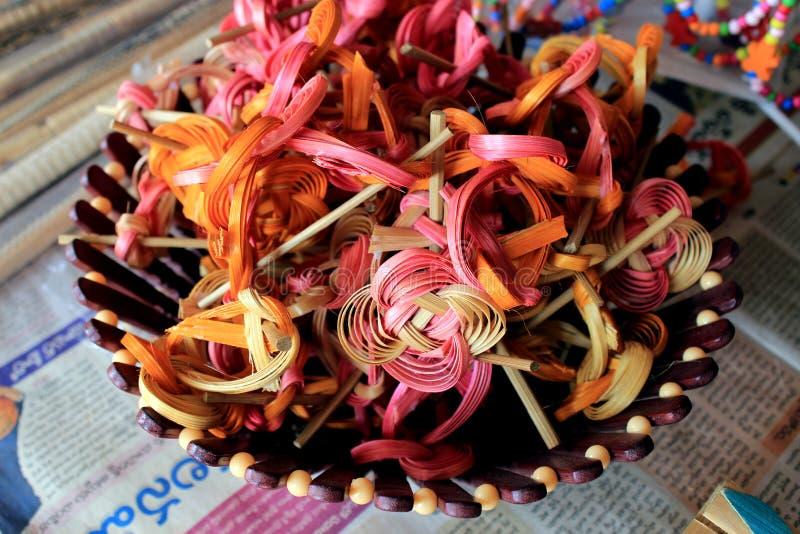 Coloré handcraft fait par le bambou image stock