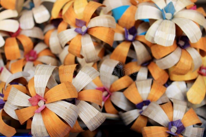 Coloré handcraft fait par le bambou images stock