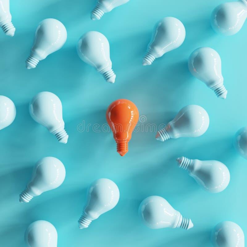 Color anaranjado excepcional de la bombilla en el centro rodeado por la bombilla azul fotos de archivo libres de regalías