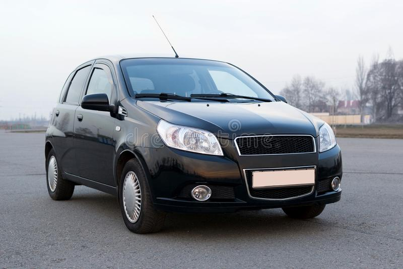 Color compacto del negro de la portilla del modelo nuevo moderno del coche fotos de archivo