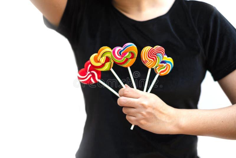 Color de la forma del corazón de los caramelos de los dulces lleno en el fondo blanco, caramelo determinado de las piruletas del  foto de archivo libre de regalías