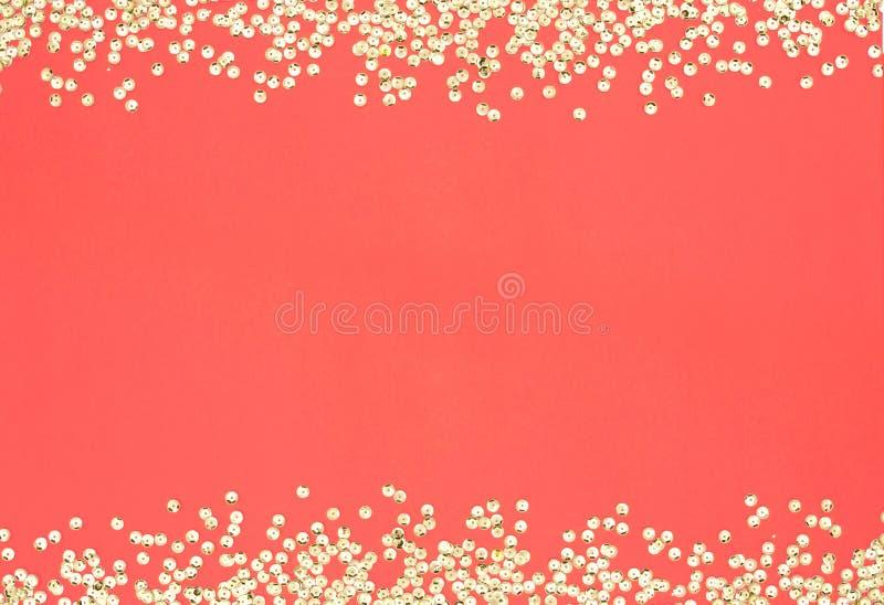 Color del año 2019 Capítulo con el color coralino de las lentejuelas El brillo de la pendiente chispea fondo abstracto forma del  imágenes de archivo libres de regalías
