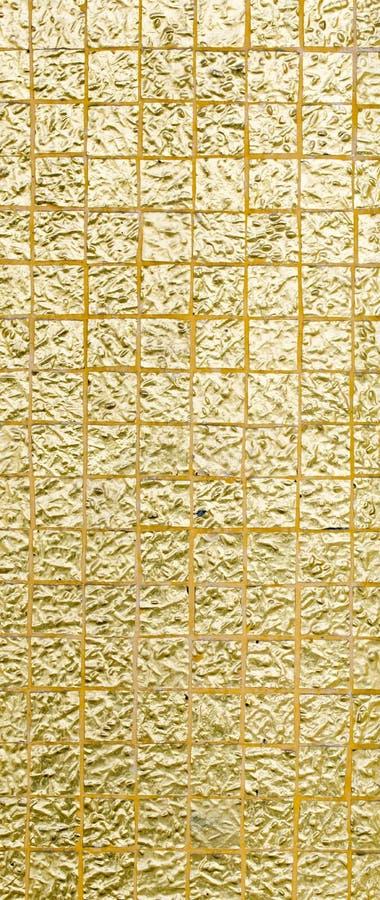 Color oro tailandés de la tradición de la pared para el texto y el fondo imagenes de archivo