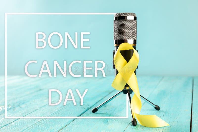 Color simbólico de la cinta amarilla para la conciencia del cáncer de hueso del sarcoma y la prevención del suicidio imagen de archivo