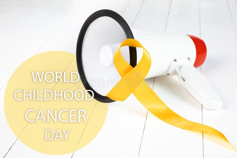 Color simbólico de la cinta amarilla para la conciencia del cáncer de hueso del sarcoma y la prevención del suicidio fotos de archivo libres de regalías