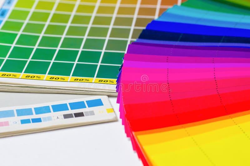 Color vägleder och färgar fläktar royaltyfria foton
