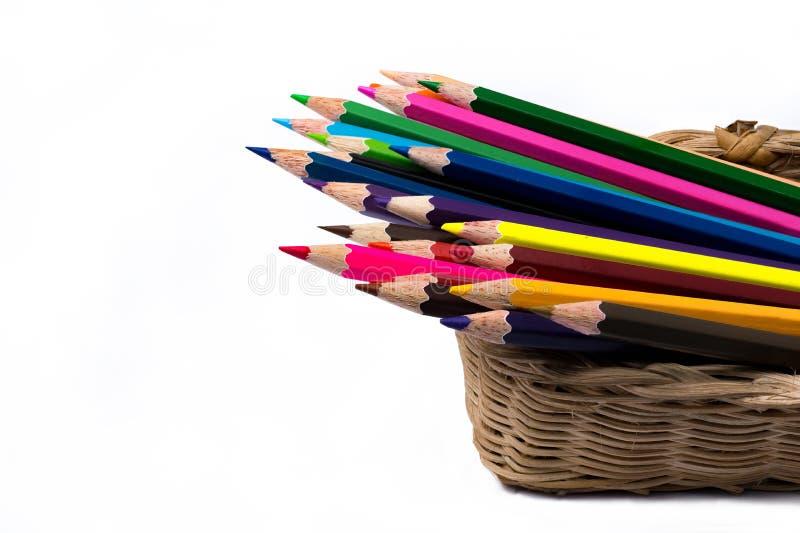 Colora lápis na cesta, isolada no fundo branco imagem de stock royalty free