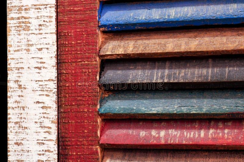 Colora la porta di legno dell'annata della finestra fotografia stock