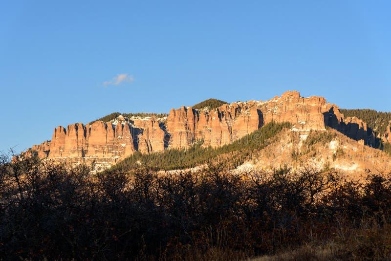 Colorado Autumn Scenery, sikt av domstolsbyggnaden i aftonen royaltyfri foto