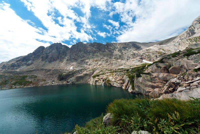 Colorado berg sjö och vattenfall arkivfoto