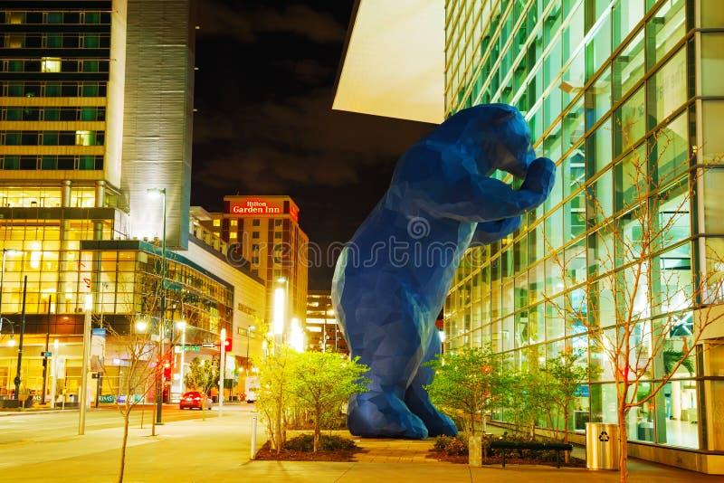 Colorado Convention Center på nattetid royaltyfri foto