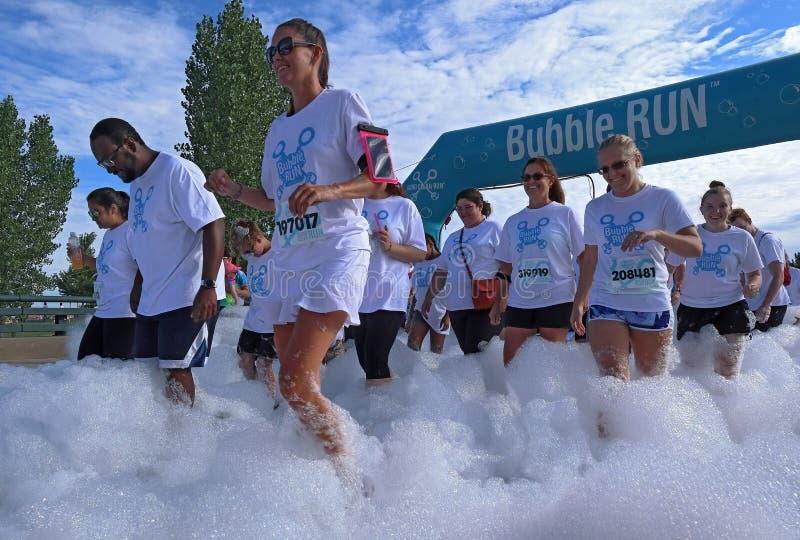 colorado denver Бег пузыря в парке спорт Lowry сборщик денег особенного события стоковые фото