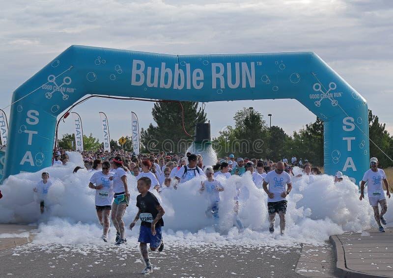 colorado denver Бег пузыря в парке спорт Lowry сборщик денег особенного события стоковое изображение