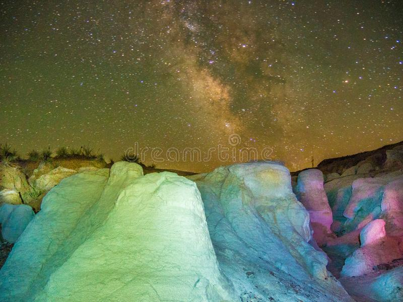 Colorado malte Bergwerke gegen nächtliche Himmel lizenzfreie stockbilder