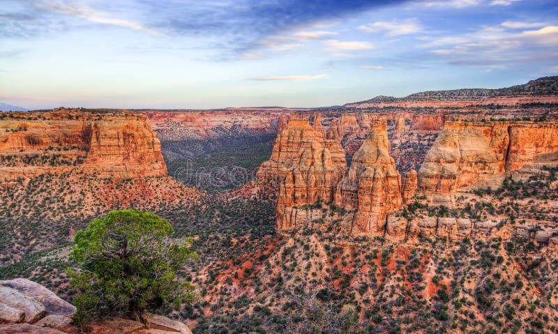 Colorado-Nationaldenkmal-szenische Landschaft an der Dämmerung stockfoto
