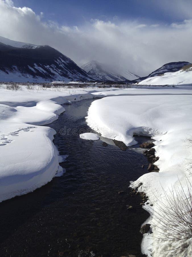 Colorado-Strom unter Winterschnee stockfoto
