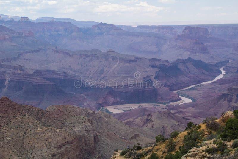 Coloradofloden till och med Grand Canyon royaltyfria bilder