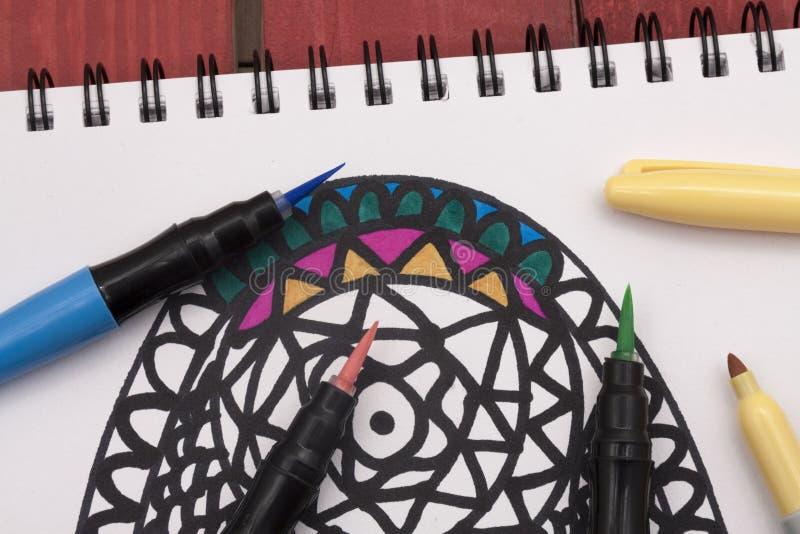 Coloration d'un mandala photo libre de droits