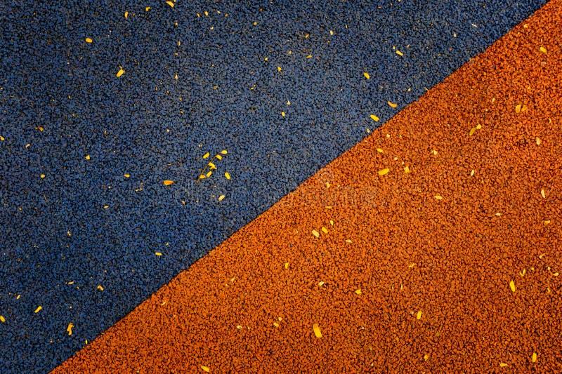 Colore blu ed arancio del parco di pavimentazione di gomma del gioco che pavimenta indietro fotografia stock