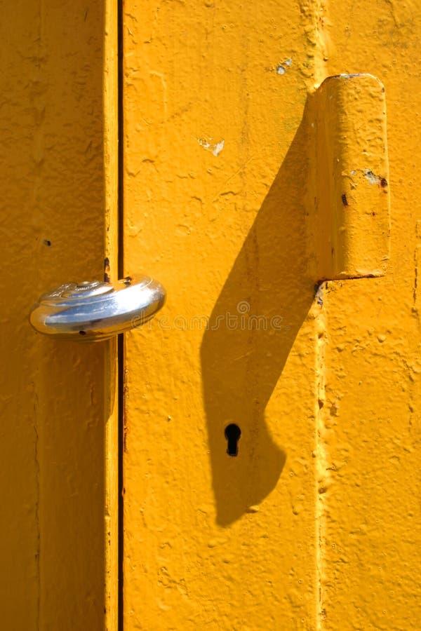 Colore giallo padlocked immagine stock libera da diritti