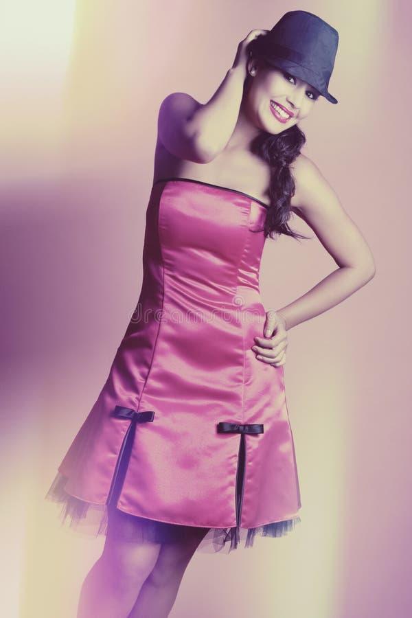 Colore rosa da portare della donna immagini stock