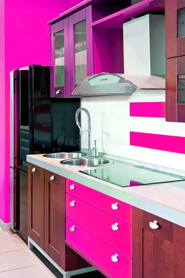 Colore rosa di angolo della cucina fotografia stock libera da diritti