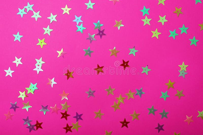 Colore rosa di plastica luminoso con le piccole stelle brillanti Fondo brillante per il vostro progetto festivo immagini stock