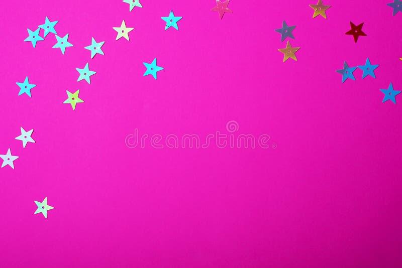 Colore rosa di plastica luminoso con le piccole stelle brillanti Fondo brillante per il vostro progetto festivo fotografie stock