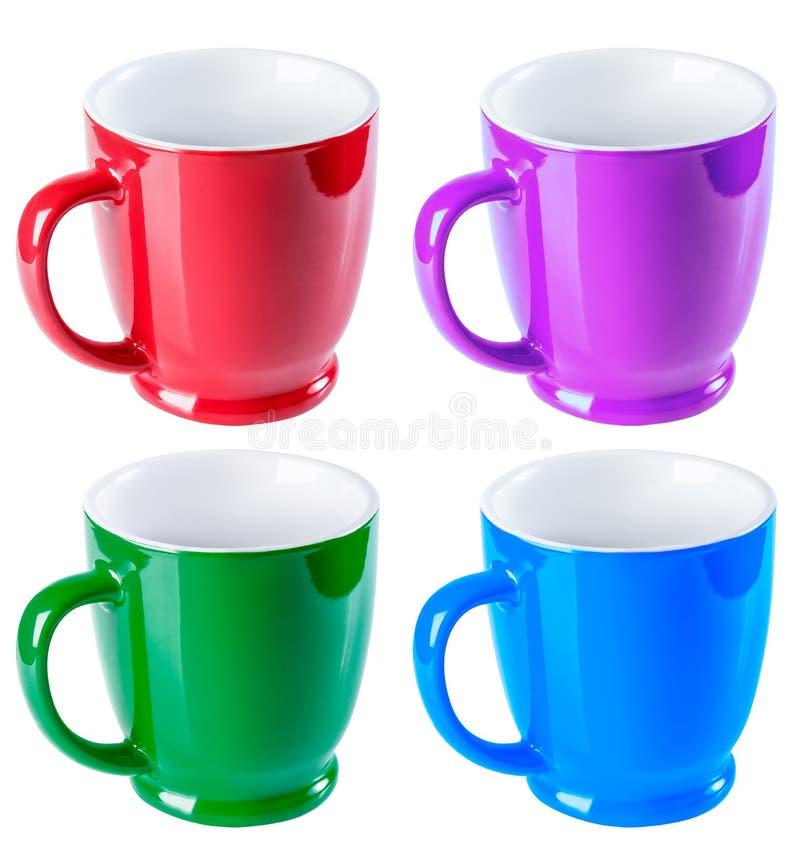 Colore rosso e porpora ceramico della tazza, del blu, di verde, isolato su un whi immagini stock libere da diritti