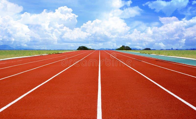 Colore rosso standard di gomma della pista corrente dello stadio di atletica immagine stock libera da diritti