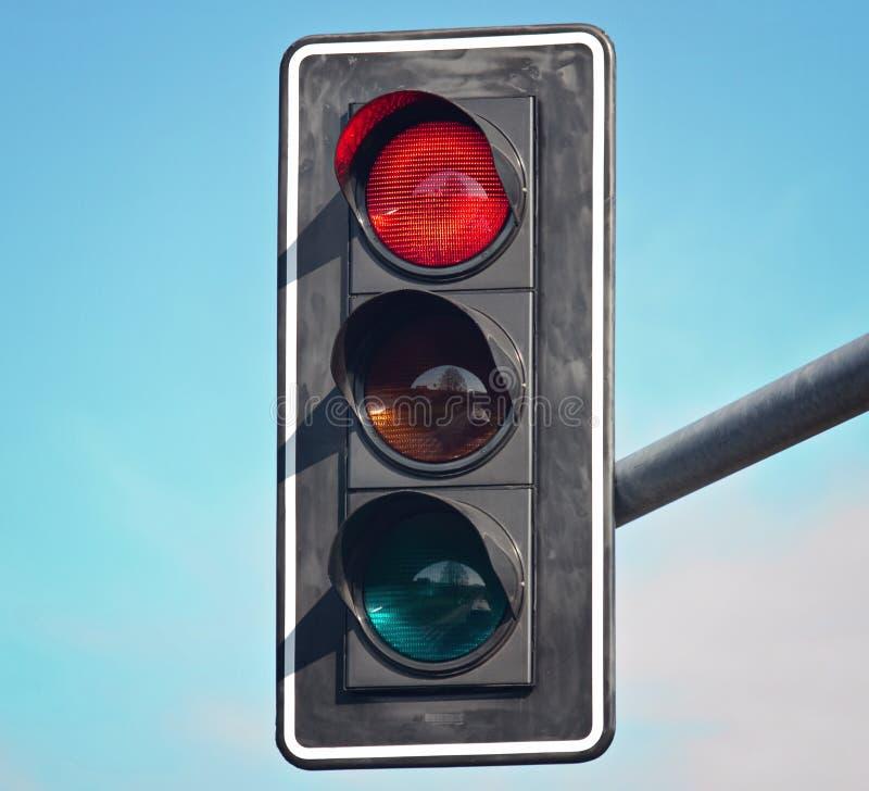 Colore rosso sul semaforo immagine stock libera da diritti