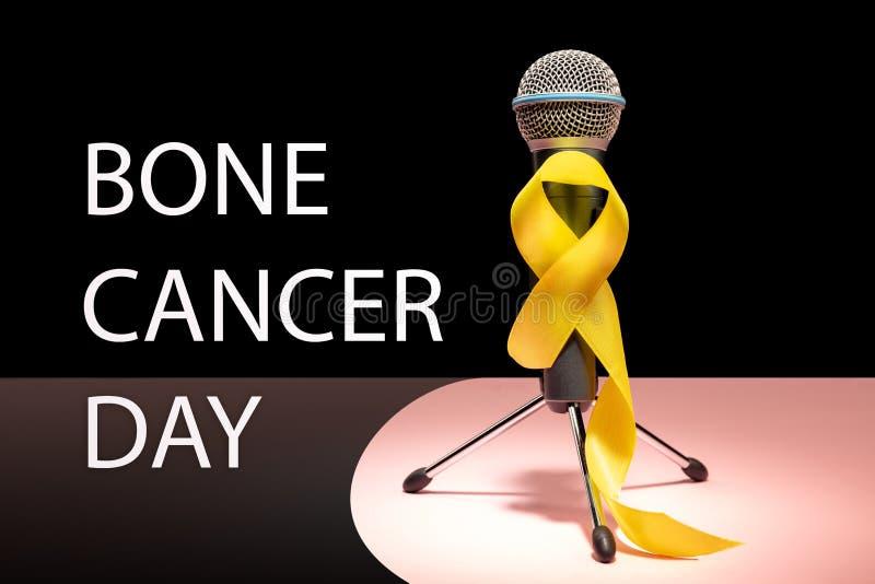 Colore simbolico del nastro giallo per consapevolezza del cancro alle ossa del sarcoma e la prevenzione di suicidio fotografie stock