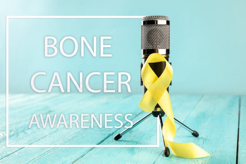 Colore simbolico del nastro giallo per consapevolezza del cancro alle ossa del sarcoma e la prevenzione di suicidio immagini stock