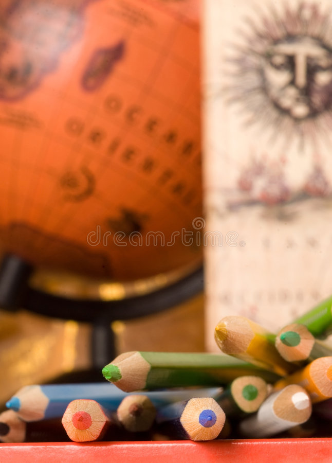 Free Colored Pencils And Globe Royalty Free Stock Photos - 1742618